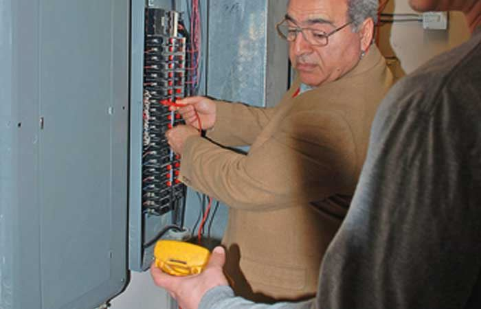 Electrical Panel Testing by inspector